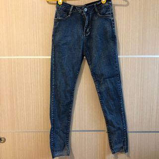 深藍色牛仔褲