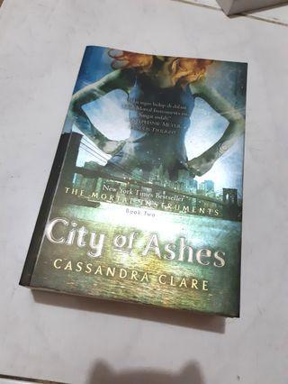Novel LIFE & CITY OF BONES