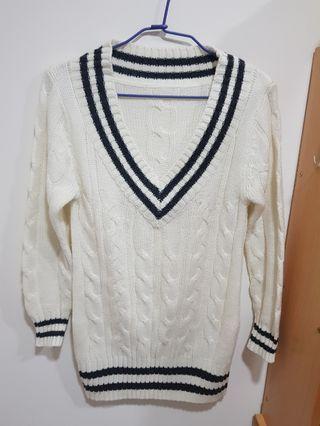 學院風米白色針織長版上衣