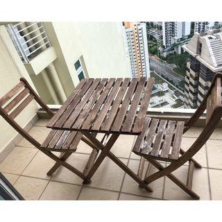 Outdoor table + 2 chairs