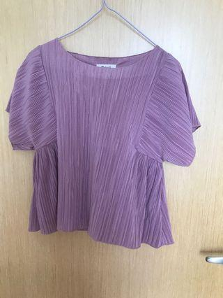 🚚 Beautiful lilac pleated top