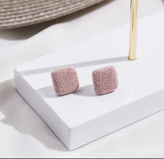 🚚 韓國方形毛毛耳夾