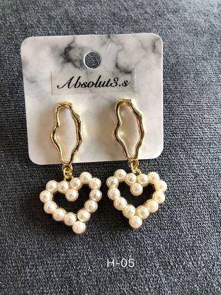 H-05 pearl heart earrings