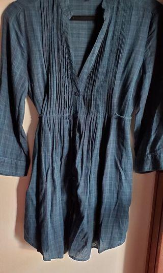 FOREVER 21 H21 TUNIC STYLE BUTTON DOWN TOP-blue, Size medium