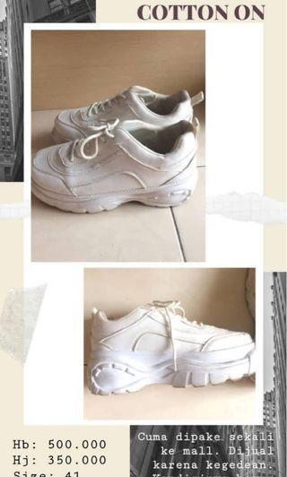 Sepatu bagus