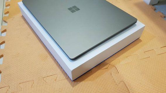 Surface laptop i5/8G/256G 石墨金 機子很漂亮