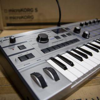Korg micro korg Platinum synthesizer usb midi analog (99.9 % new with original box)