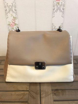 🚚 Carolina Herrera handbag/cross shoulder bag