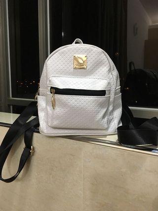 白色 菱格 壓紋 中小尺寸 超輕量 後背包