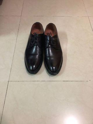 Bata 皮鞋