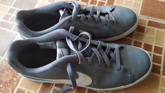 Nike court royale grey