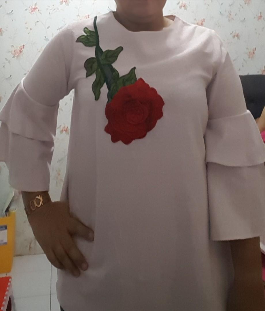 blouse aplikasi bunga