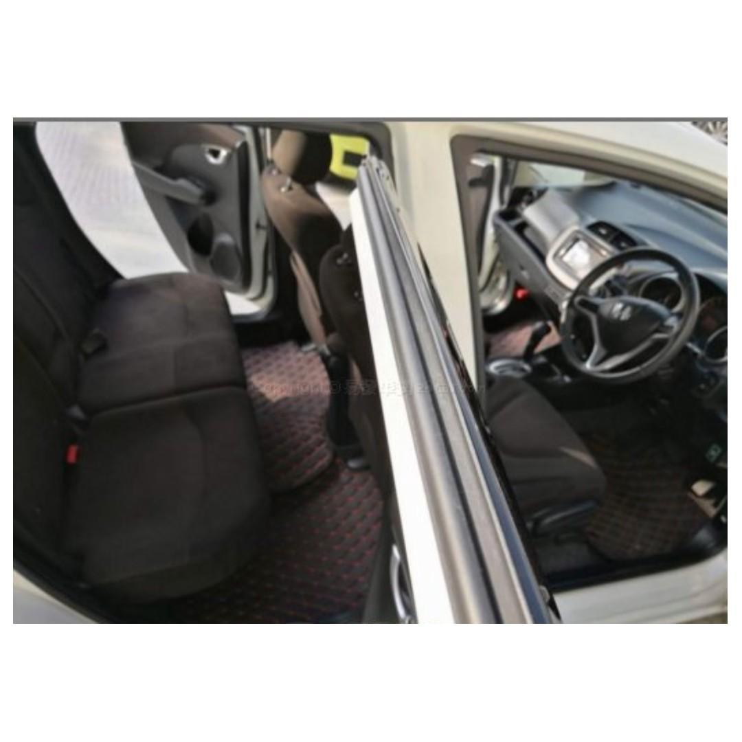 HONDA FIT GE8 RS 2011