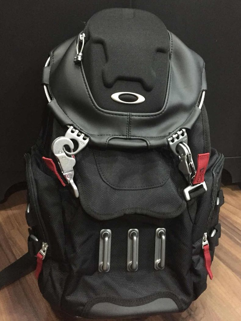 Oakley Bathroom Sink Backpack Men S Fashion Bags Backpacks On Carousell