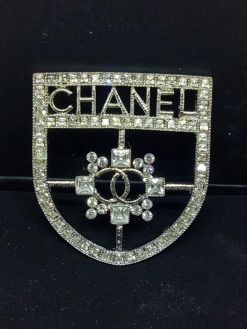 Stunning Brooch Diamonte Women's / Ladies coat / jacket brooch / pin