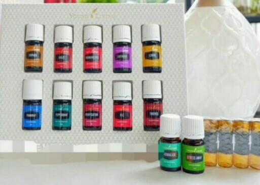 young Living PREMIUM STARTER KIT (only 12 oils)