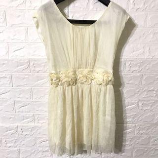 米白色無袖洋裝