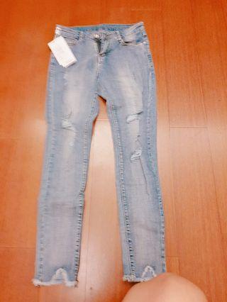 🚚 韓版全新水洗破洞八分牛仔褲特價 尺寸27
