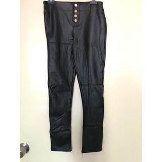 Brand New Faux Leather Slim Pants with Button Detail 全新仿皮修身褲