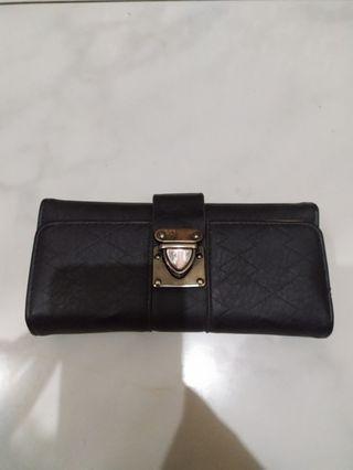 Dompet hitam wanita