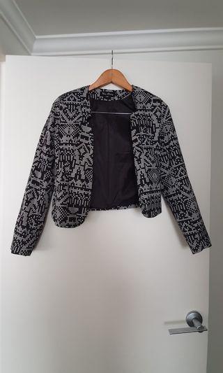 Black white geo print cropped blazer - Fit size 8