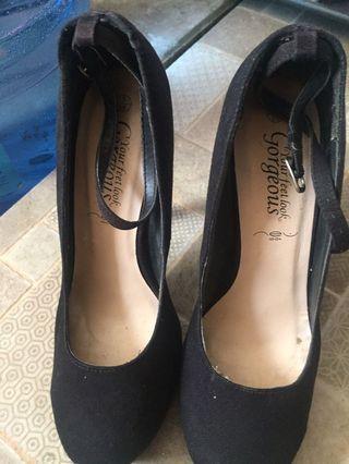 Sepatu heel new look