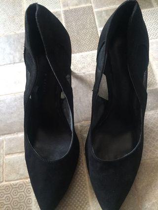 Charles n keith sepatu hitam