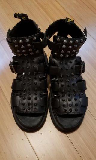 Dr. Martens 型格高筒鞋