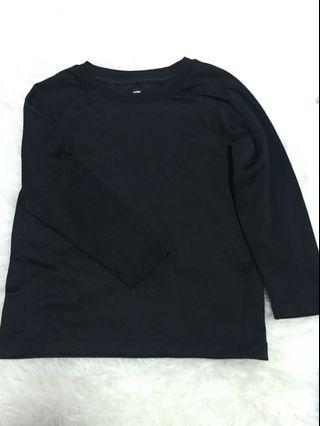 Uniqlo black long sleeves 4-6y