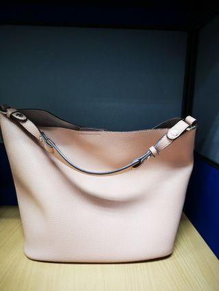 🚚 Peach bucket bag
