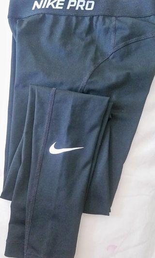 正版Nike黑色女裝運動窄腳長褲 單車羽毛球yoga