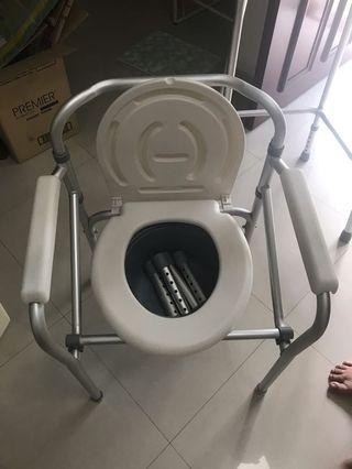 🚚 Commode lightweight with bucket and extensions