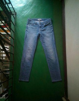 UNIQLO Stretchable Middle Rise Slim Fit Tapered Jeans (27)