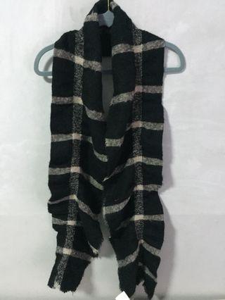 Checkered black scarf