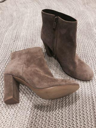 Brown boots size 39 / 8