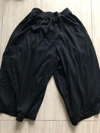 Uniqlo Black trousers (like skirt) size small