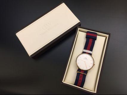 Authentic Daniel Wellington 手錶 with original packaging in Perfect Condition