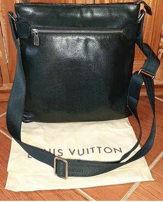 Louis Vuitton taiga sasha bodybag