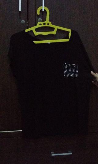 Kaos hitam ( kantong )