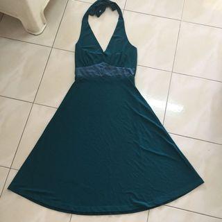 Emerald green dinner dress #JunePayDay60