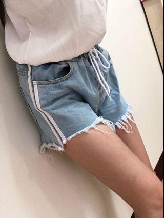 淺藍色腰部鬆緊刷破短褲