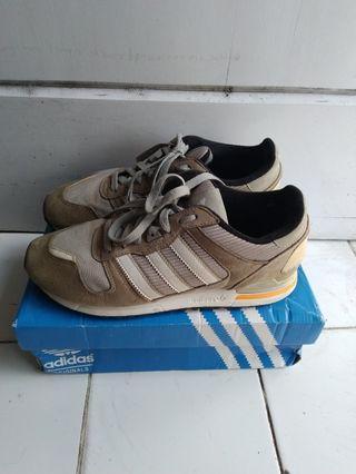 Sepatu sneakers adidas zx700