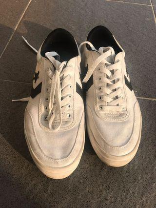 Sepatu Converse Replay