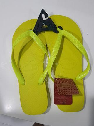 Havaianas Slippers in Neon Yellow