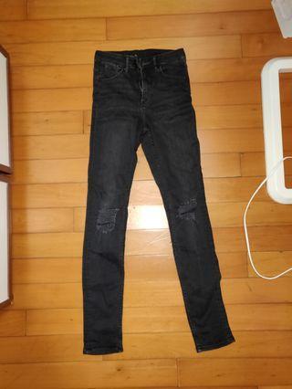 H&M黑色牛仔褲 Ripped Knees