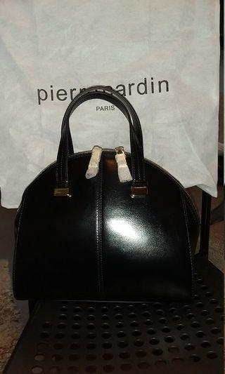 🚚 Pierre cardin handbag