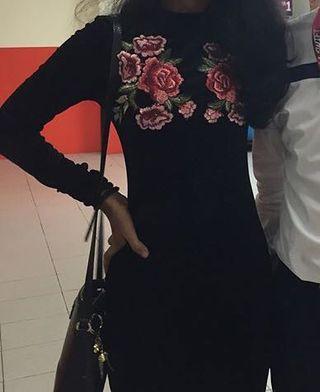 Little black floral patch velvet dress #CarousellxCasetify