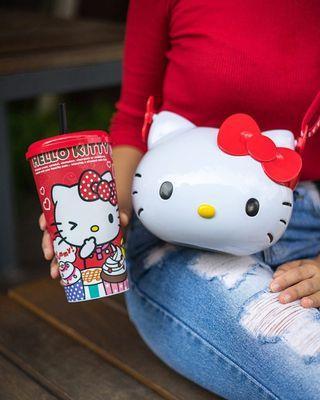 🚚 Hello Kitty Cup & Popcorn Bucket Set