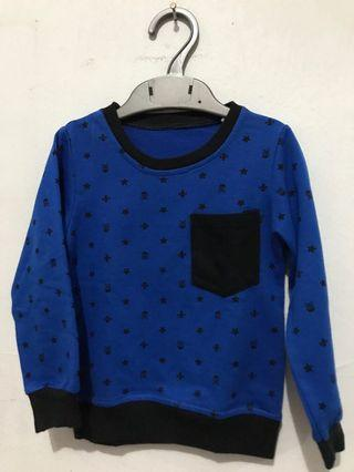 Sweater biru hitam