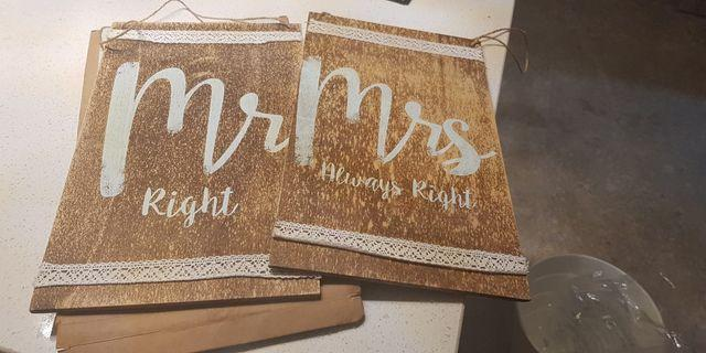 🚚 Wooden signboard wedding rom Mr right and mrs right